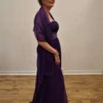 Magic-Nights-Violetti-iltapuku-strassi-koristeilla_Juhla-asut_123_1.jpeg
